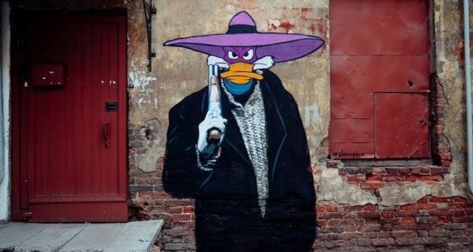 Чёрный плащ граффити