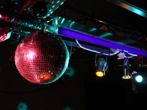 Шар на дискотеке